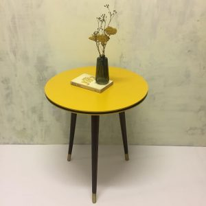 Vintage-Tisch-Retro-Möbelupcycling-ausaltmachneu