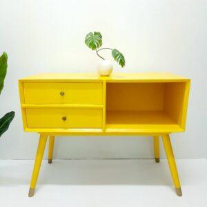 Anni Mori-Möbel-Upcycling-Wien-gelb-skandinavisch-Vintagemöbel-bunt-Möbelunikat