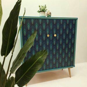 Anni's Art and Living-Möbel-Wien-Upcycling-Designmöbel-Vintagemöbel-Kommode-Schrank-Türkis-Blau-gemustert-lackiert-gold-Knäufe-Buche-Kunstmöbel-außergewöhnlich-individuell