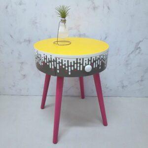 Anni's Art and Living-Möbel-Upcycling-Wien-Cheesecake-Nachtkästchen-Beistelltisch-originell-bunt-Designmöbel-Möbelunikat-farbenfroh-schablonenkunst