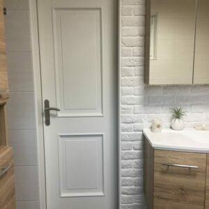 Aus braun mach weiß-Tür-Badezimmer-Interiordesign-AnniMori