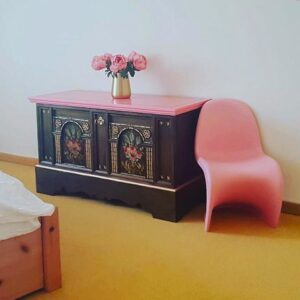 Home-Zillertal-Kommode-Pink-floral-gold-Möbelupcycling-Wien-AnniMori